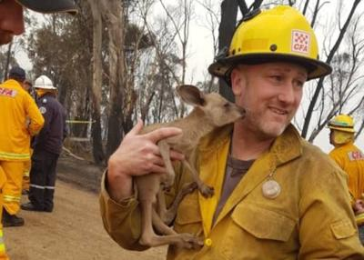 Firefighter sent to Australia is the only one from Michigan at the moment