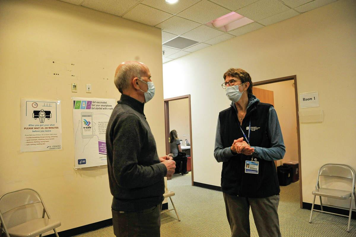 Congressman Welch Tours Green Mountain Mall Vaccine Clinic