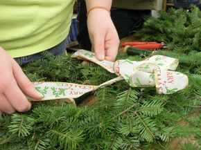 Christmas in Sheffield: After Schoolers Make Wreaths For The Community