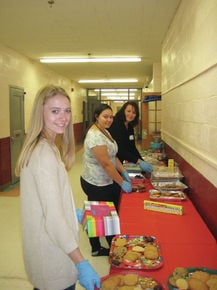 Lakeway Elementary students prepare cookies for Senior Center