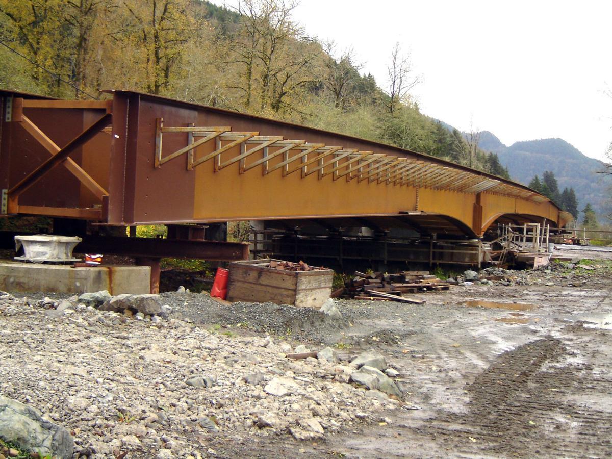 Nehalem River replacement bridge serves as model