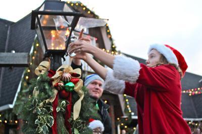 Lamp lighting brightens the holiday season