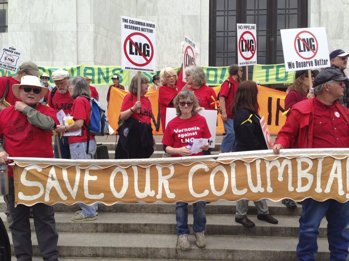 LNG protest draws hundreds to Capitol