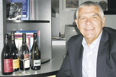 Wine leader steps aside