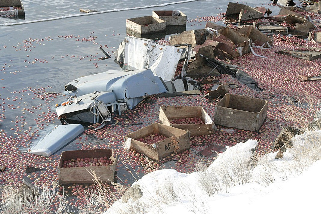Apple truck plunges into Columbia River