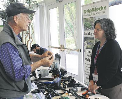 Students pack small-farm event