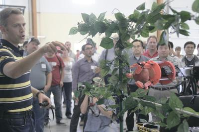 Growers check out robotic apple picker
