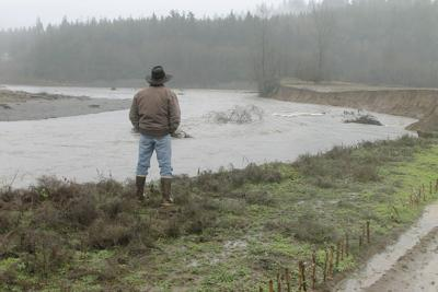 As gravel removal debate grinds on, Washington farmers lose ground