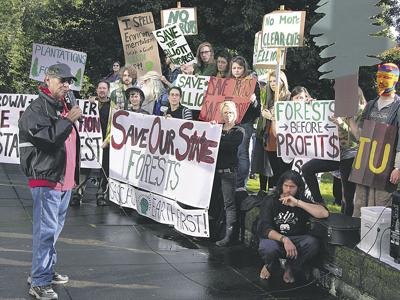 Land board OKs Elliott plan amid protests