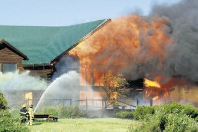Blaze destroys Forest Service building