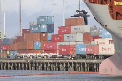 Pacific port parties to talk contract