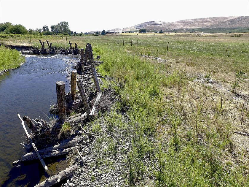 Rancher gets a hand with creek project