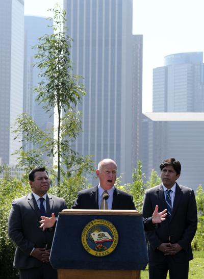 California extends most ambitious climate change law in U.S.