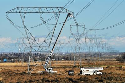Eastern Oregon farmers hope to alter transmission line's route