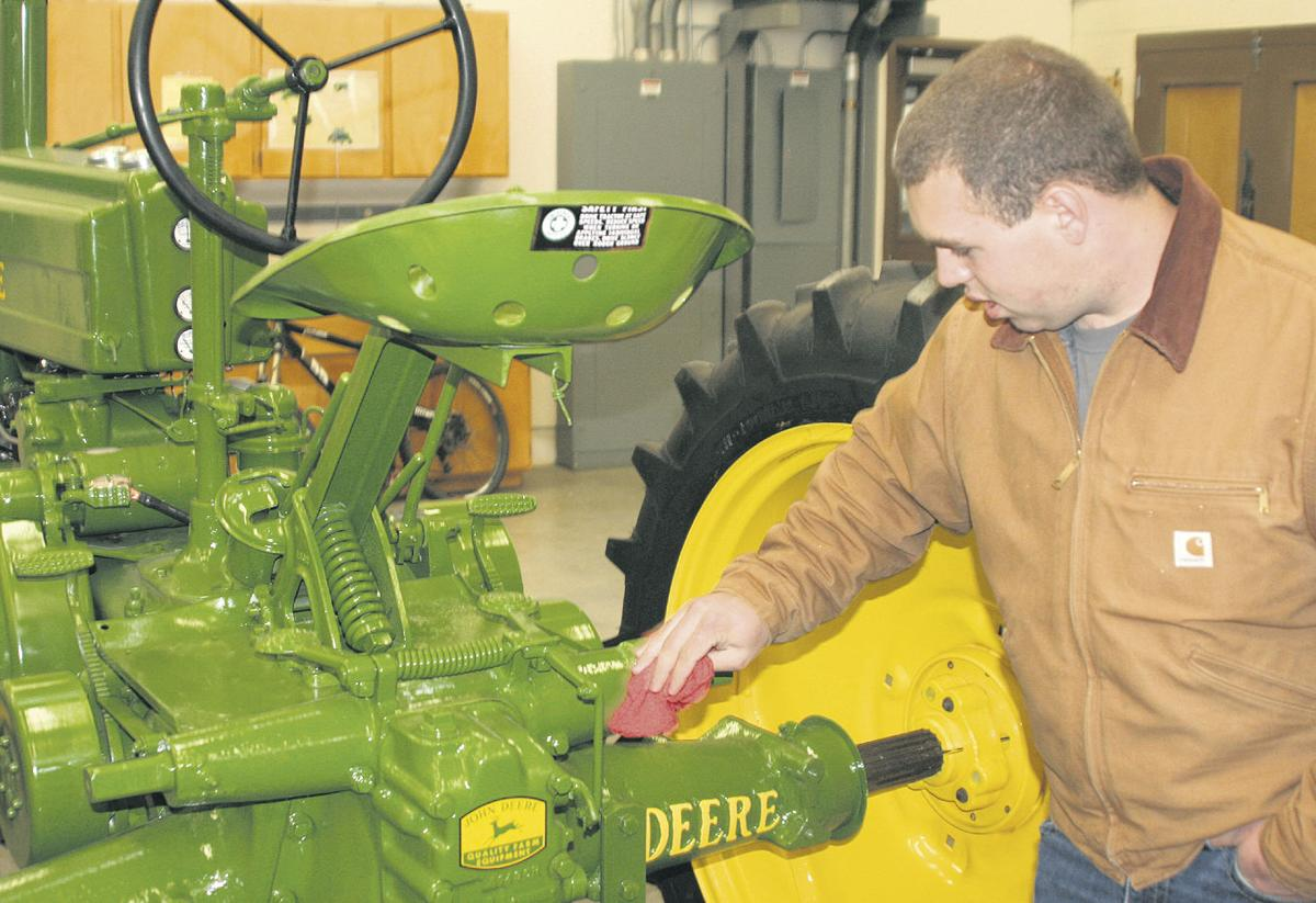 University of Idaho class restores 1943 tractor