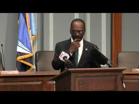 Long-time city councilman Sam Davis announces retirement