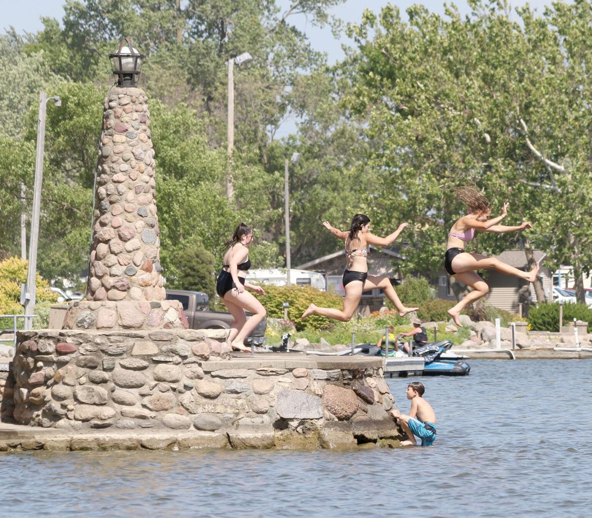lv water carnival9 20-07-18
