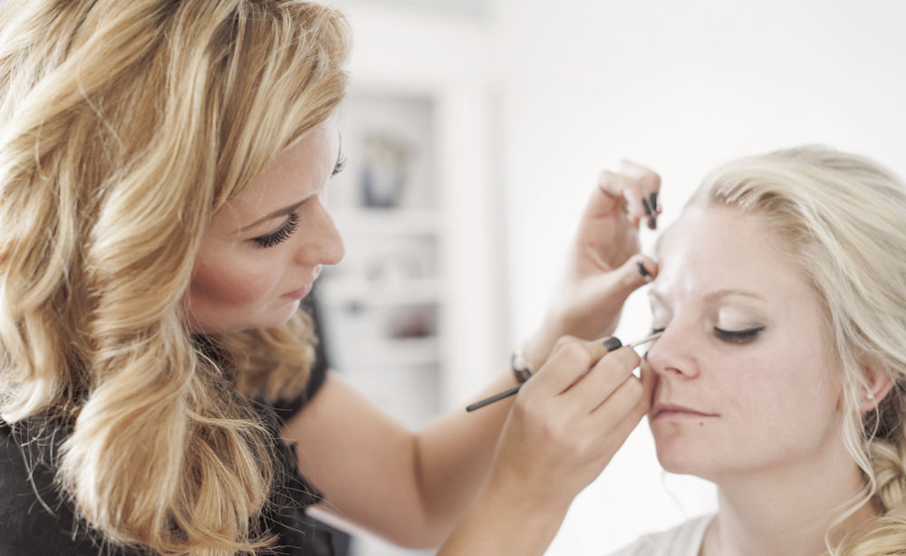 Eye Do Helps Brides with Makeup Classes