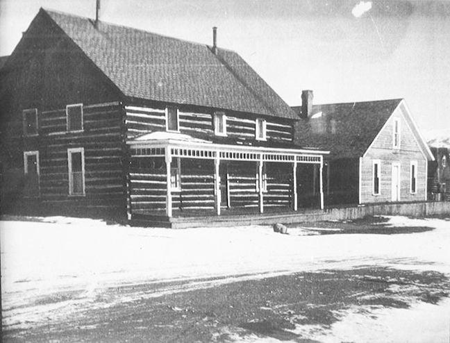 Twin Lakes Inn