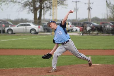 Peyton Beck pitches