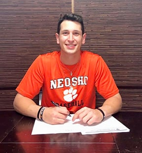 Brautman signs his letter of intent to play at the University of New Orleans