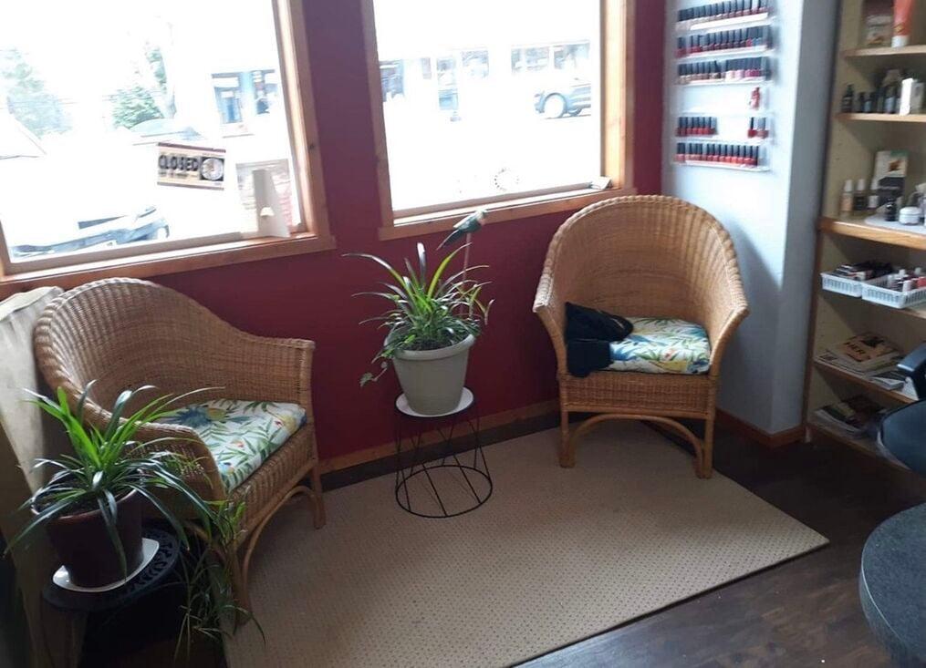 Salon 10 waiting area