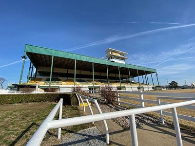 Live racing returns to Will Rogers Downs