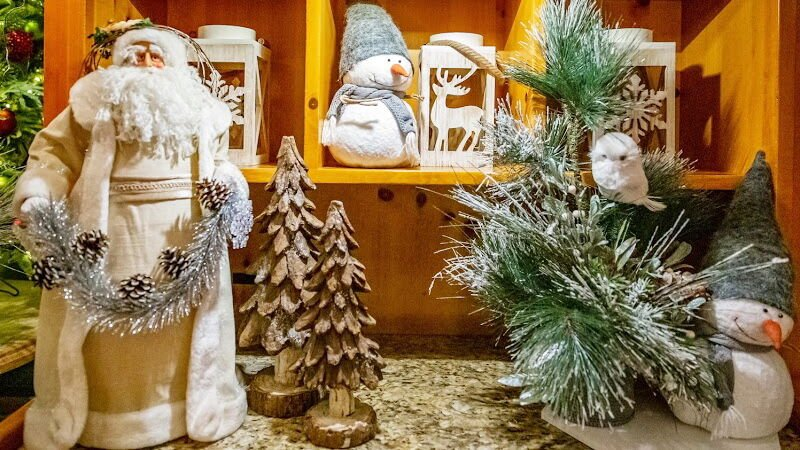 Peninsula Hotel Holiday Shoppe