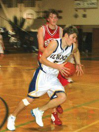 Ilwaco beats Castle Rock to stay in 3rd place going into District
