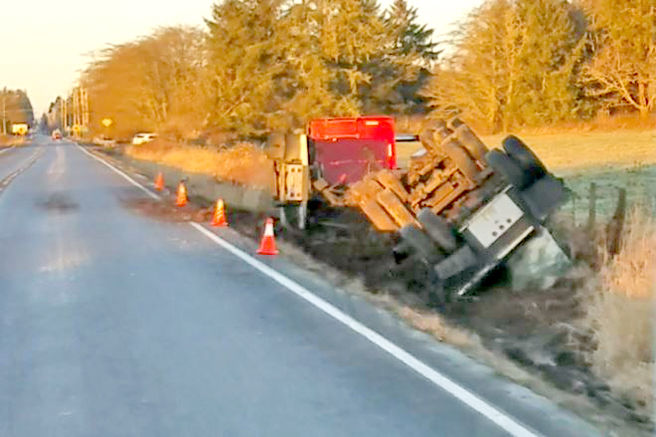 181205_co_news_semi_overturned2.jpg