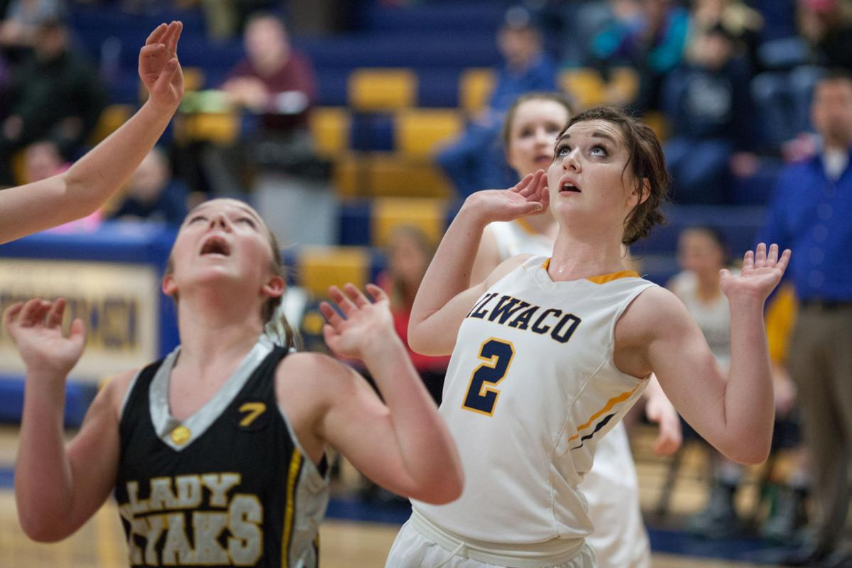Lady Fisherman sail to easy win over Lady Hyaks