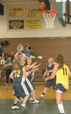 Naselle off to 5-1 start before falling to Lady Fishermen