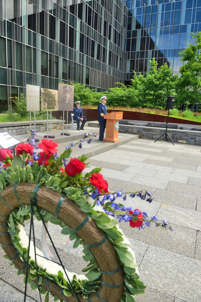 Coast Guard observes Memorial Day with ceremony at USCG headquarters