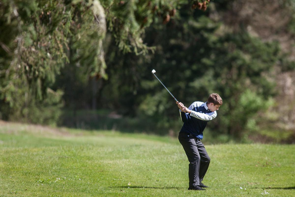 IHS golfers scratch up another win