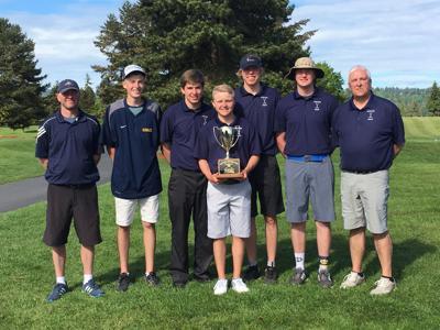 Ilwaco golfers win District title