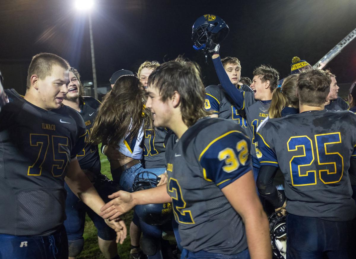 Ilwaco battles into final 16 in State football