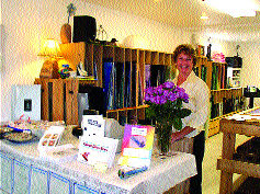 Debbie Patana's love for stained glass leads to beautiful windows, classes in Chinook