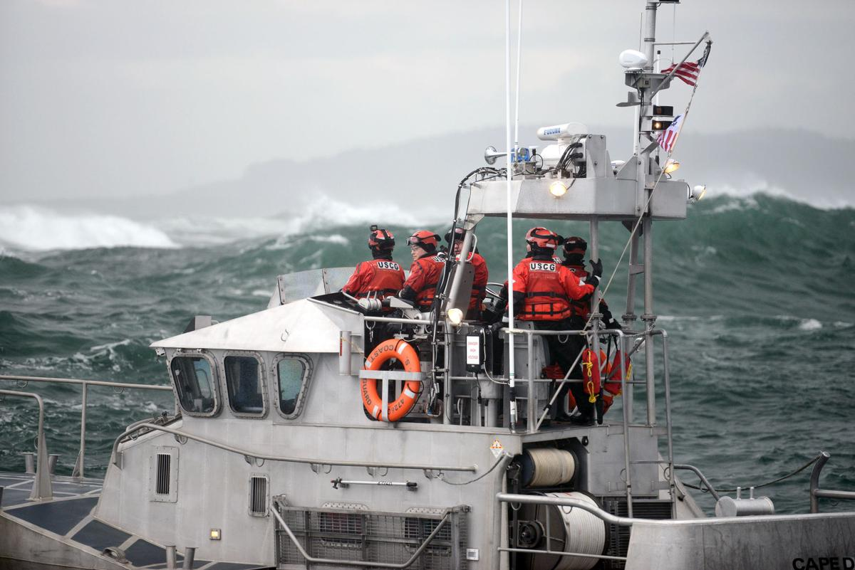 Coast Guard lifebat crew times their move