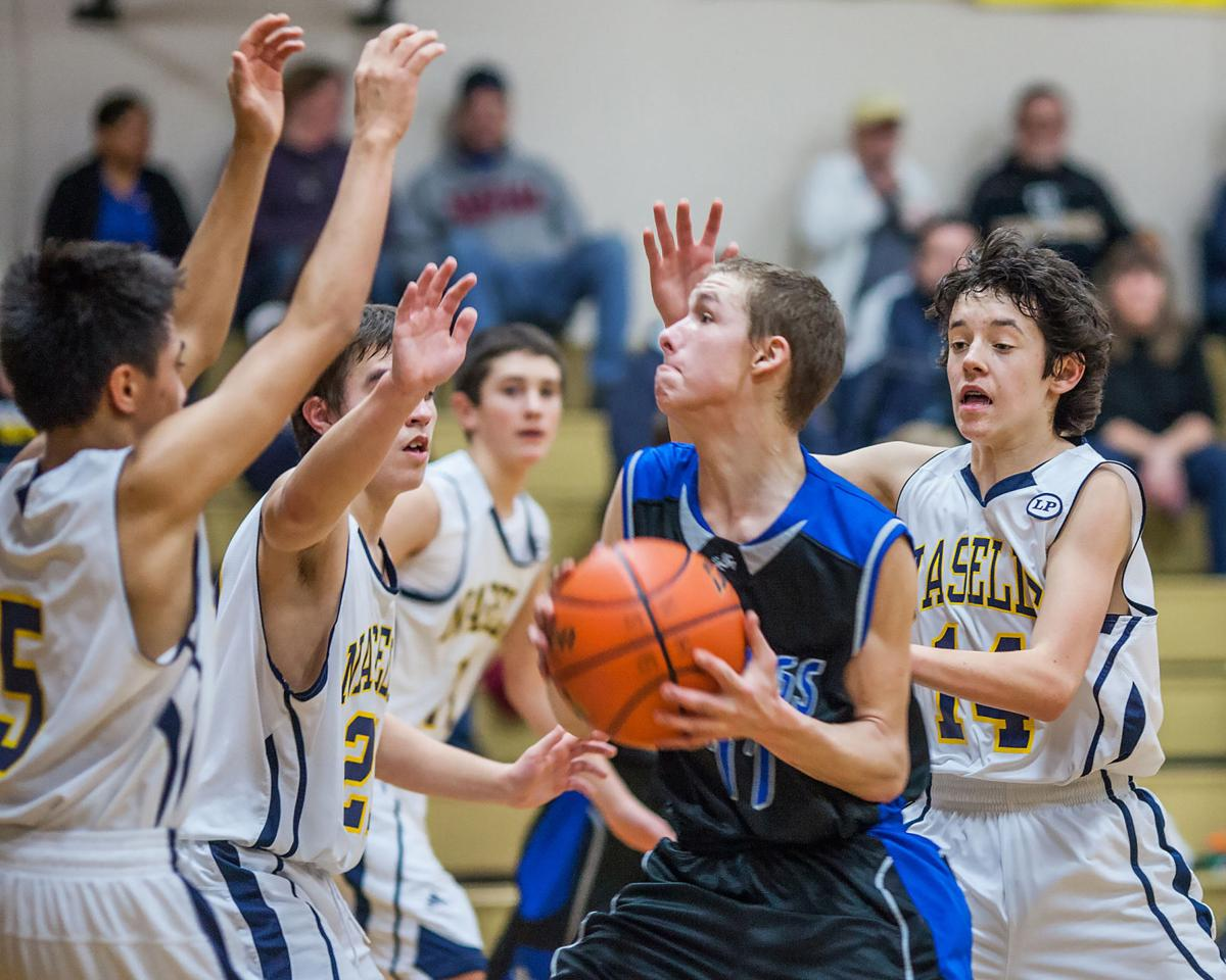 Naselle boys outscore two opponents 108-31