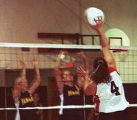 White Salmon pulls ahead of IHS in volleyball