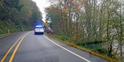 SUV narrowly avoids rollover on US101 above the bay