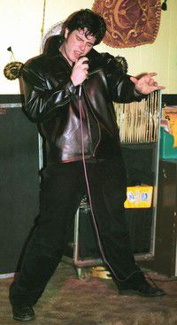 Elvis impersonator gets things all shook up in Ilwaco