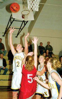 Shorthanded Comettes easily pick Acorns to remain unbeaten