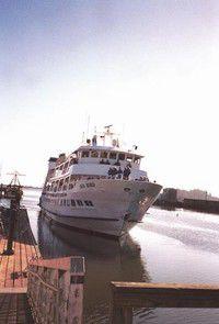 Lindblad Expeditions ship docks at Ilwaco as passengers explore area