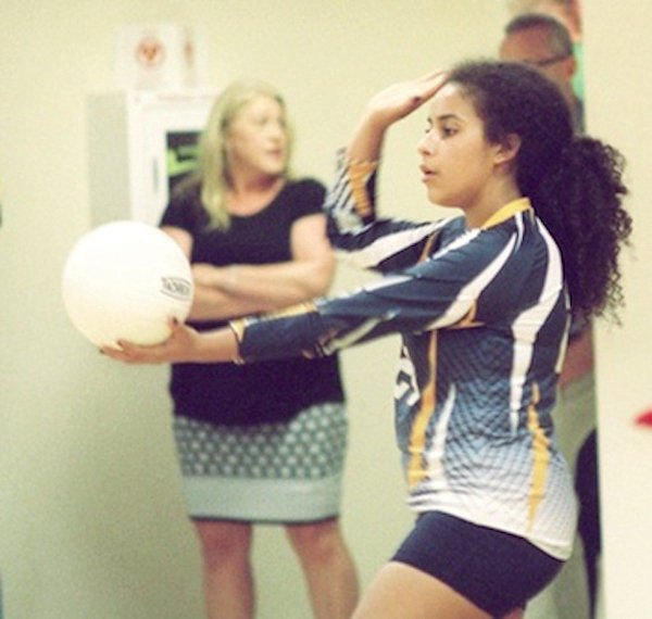 Comets overcome 'jitters' to begin season with win  Ilwaco close, but falls in three sets