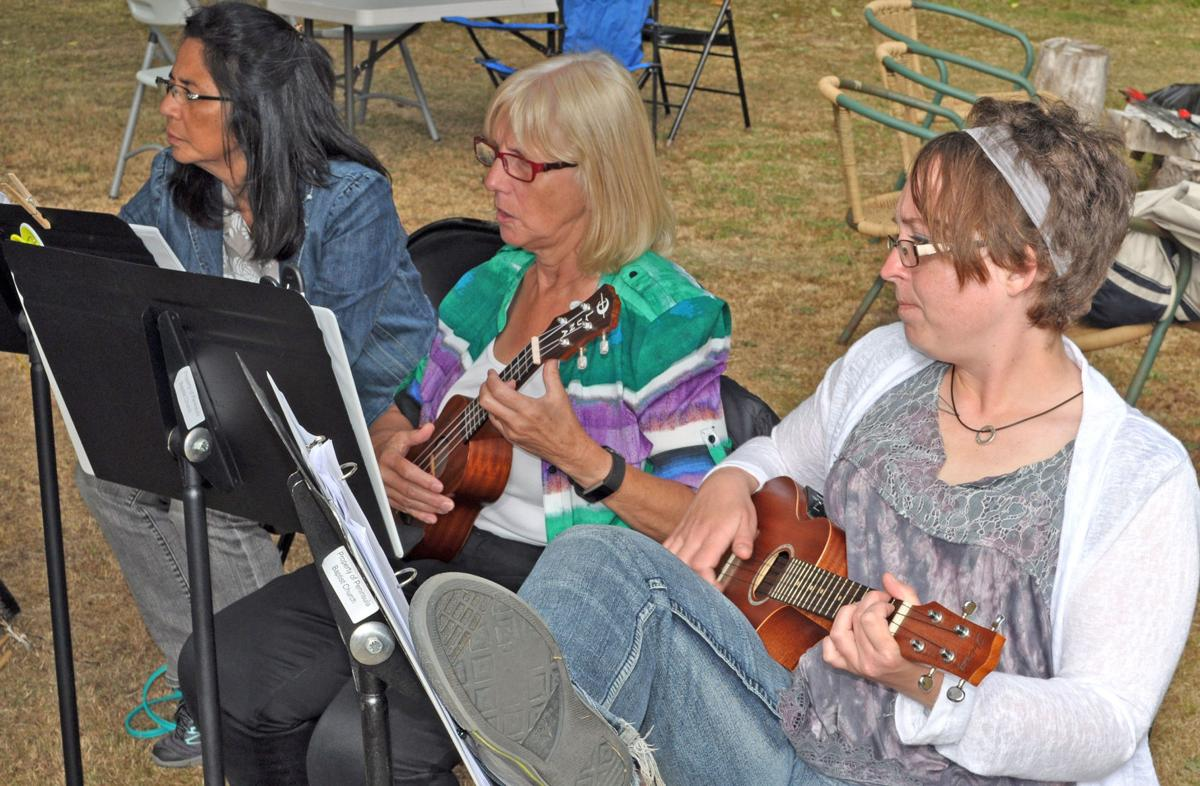 OP uke players have fun, learn and perform