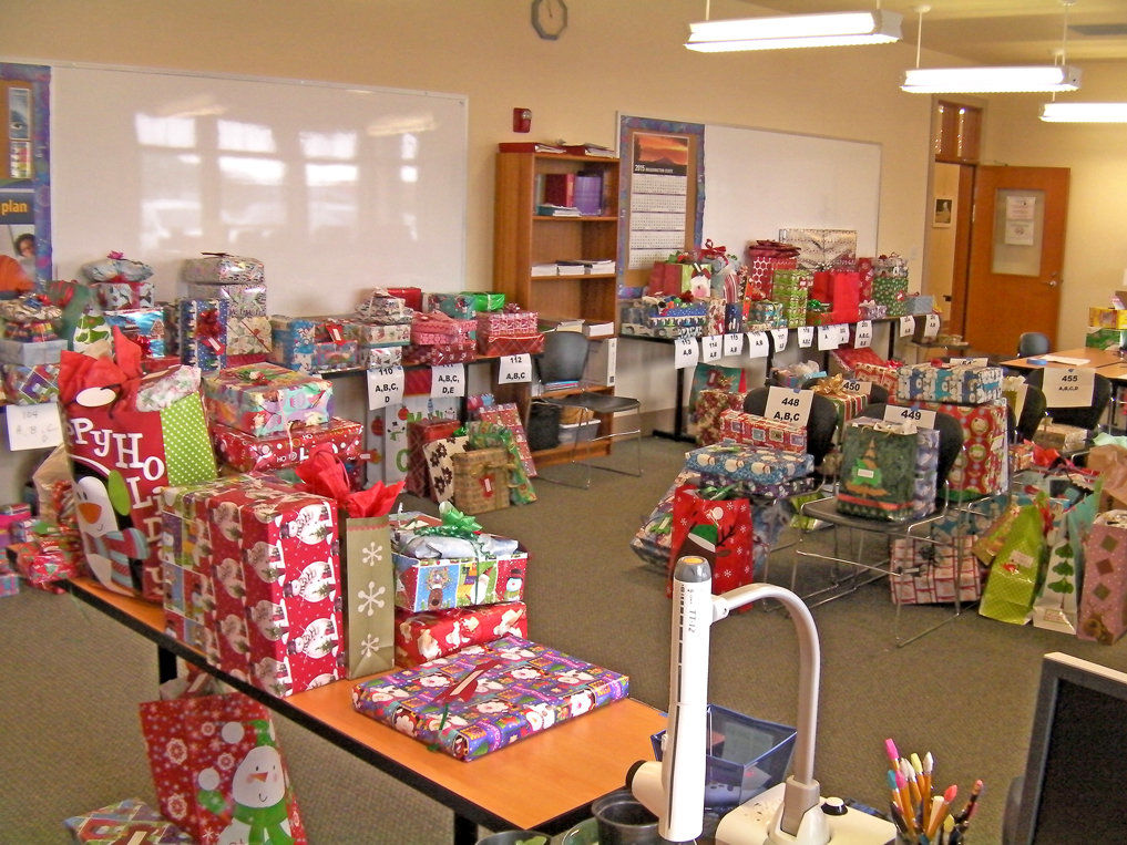 Rotary Club donates more than 400 presents to local kids