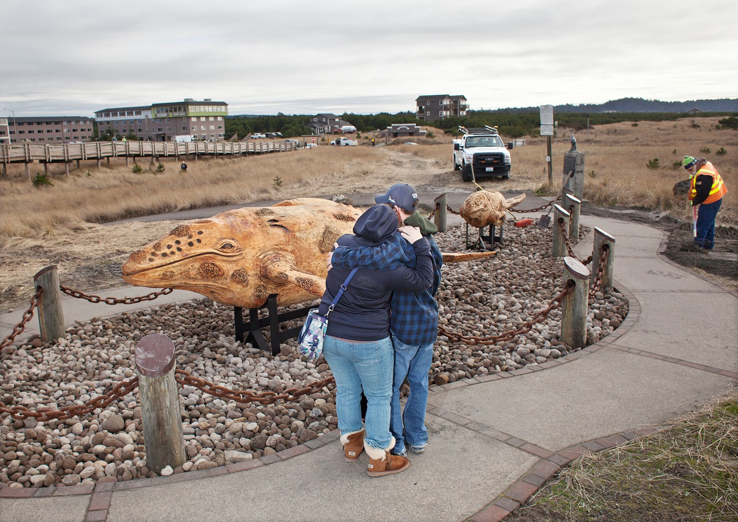 Corps Of Decomposition Long Beach Turns To Whale Carvings After A Stinky Adventure With The Real Thing Wildlife Fishing And Outdoors Chinookobserver Com Long beach tides updated daily. https www chinookobserver com life outdoors corps of decomposition long beach turns to whale carvings after a stinky adventure with the article 91649dfc 29e0 527a 9800 6861f5bebd45 html