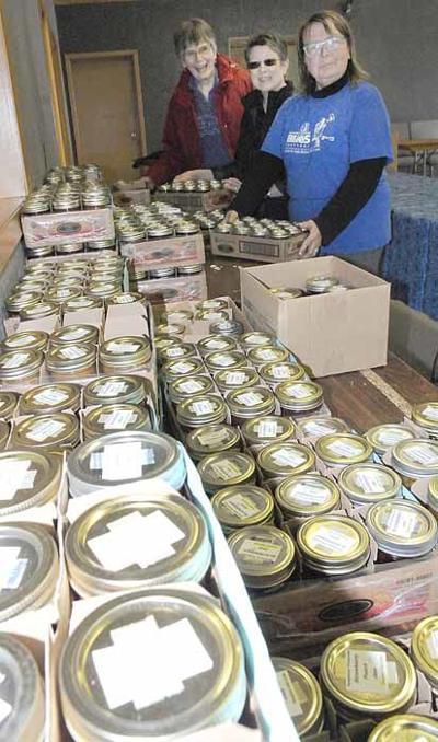 Unloading jarred preserves