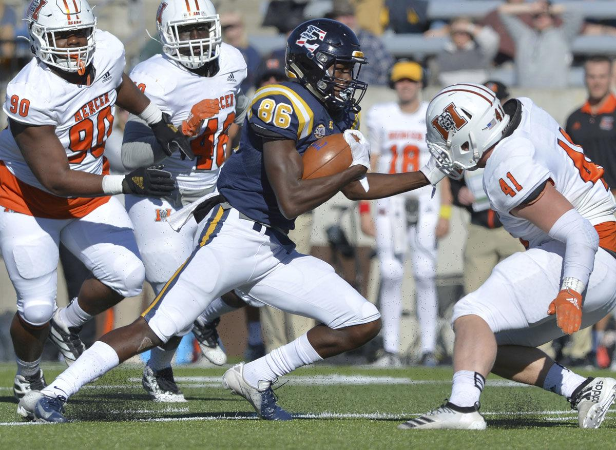 Quay has a day, rushes Bucs past Mercer